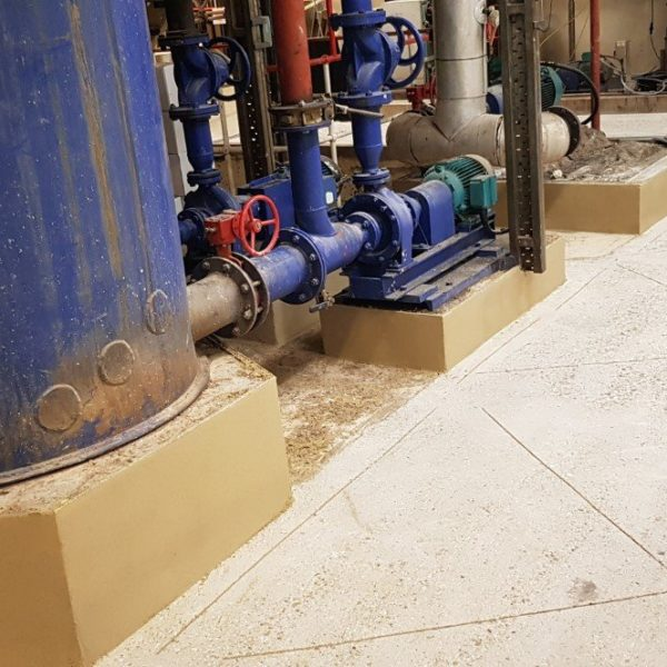 Anchor rebates were cut at perimeters and across the slab as required when installing polyurethane screeds to prevent the material 'toasting' during cure.